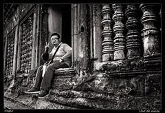 Uno de miles (meggiecaminos) Tags: bw white black blanco architecture arquitectura cambodia stones negro angkorwat tourist bn siemreap pietra bianco nero turista piedra angkortemples camboya