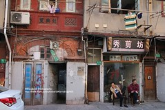 Shanghai, Anqing Road, old architecture (blauepics) Tags: china road street door city houses building architecture shanghai eingang strasse bricks stadt architektur elgin tor gebude tr entry rd huser ziegel zhabei anqing chapei schanghai