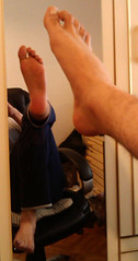 IMG_20160430_170344 (allroundeye) Tags: male feet mirror toes barefeet soles malefeet