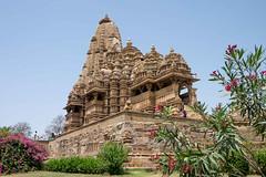 Kandariya-Mahadeva-Tempel (caracir) Tags: travel india temple asia khajuraho kandariyamahadevatempel fujifilmxe2