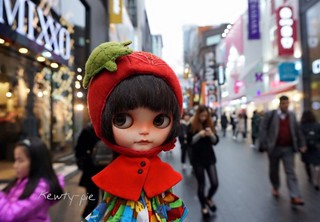 MyeongDong.......the perfect place for AngKuKuehGirl to find some great items for her wardrobe!!!