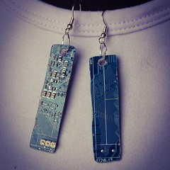 motherboard #earrings #recycled #orecchini #geek #riciclo... (Tuttosicrea) Tags: geek recycled earrings motherboard orecchini riciclo riuso uploaded:by=flickstagram instagram:photo=707988353771202637199187393