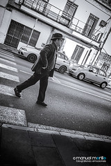 038_366_2016_paseando_web (manuelmorillo_fe) Tags: street people hat walking real person persona photography calle photographer gente sombrero paseando 366 fotogafia pasendo