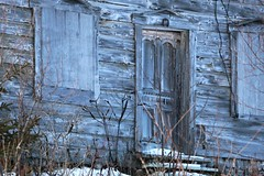 Porte chance...Bring Luck... (francepar95) Tags: door old winter snow village hiver qubec porte neige horseshoe fentre charlevoix colline ancienne luckycharm fercheval barnwood portebonheur maisonnette abandonnedhouse lesboulements boisdegrange maisonabadonnelesboulements