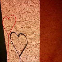 Corrispondenza di amorosi sensi (meghimeg) Tags: red muro rot love wall square heart hertz rosso cuore amore liebe royo encarnado 2013 quadrata selvedeimulini