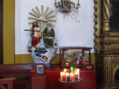 """San Cristóbal de las Casas: contrairement à chez nous, Dieu est très souvent représenté dans les églises d'Amérique Latine (sur les statues de la Sainte Trinité) <a style=""""margin-left:10px; font-size:0.8em;"""" href=""""http://www.flickr.com/photos/127723101@N04/25348225080/"""" target=""""_blank"""">@flickr</a>"""