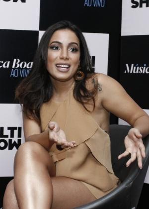 """""""Não quero esse papo de que quem fez plástica não tem talento"""", diz Anitta"""