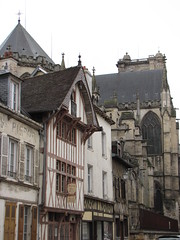 IMG_9092 (NICOB-) Tags: troyes cathdrale ruelle monuments maison rue centreville clocher aube colombages