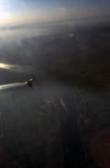 gypten 1999 (003) Flug ber das Niltal (Rdiger Stehn) Tags: winter analog 35mm wasser urlaub natur egypt slide dia scan afrika 1998 nil landschaft gypten 1990s gegenlicht luftaufnahme flug canoneos500n misr nordafrika flus analogfilm kleinbild niltal canoscan8800f kbfilm 1990er diapositivfilm