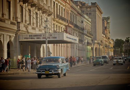 Cuba_Cinema&Oldtimers