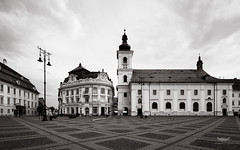 Grand Square, Sibiu, Romania (ralfmartini805) Tags: bw monochrome museum blackwhite europe center romania transylvania sibiu hermannstadt grandsquare brukenthal
