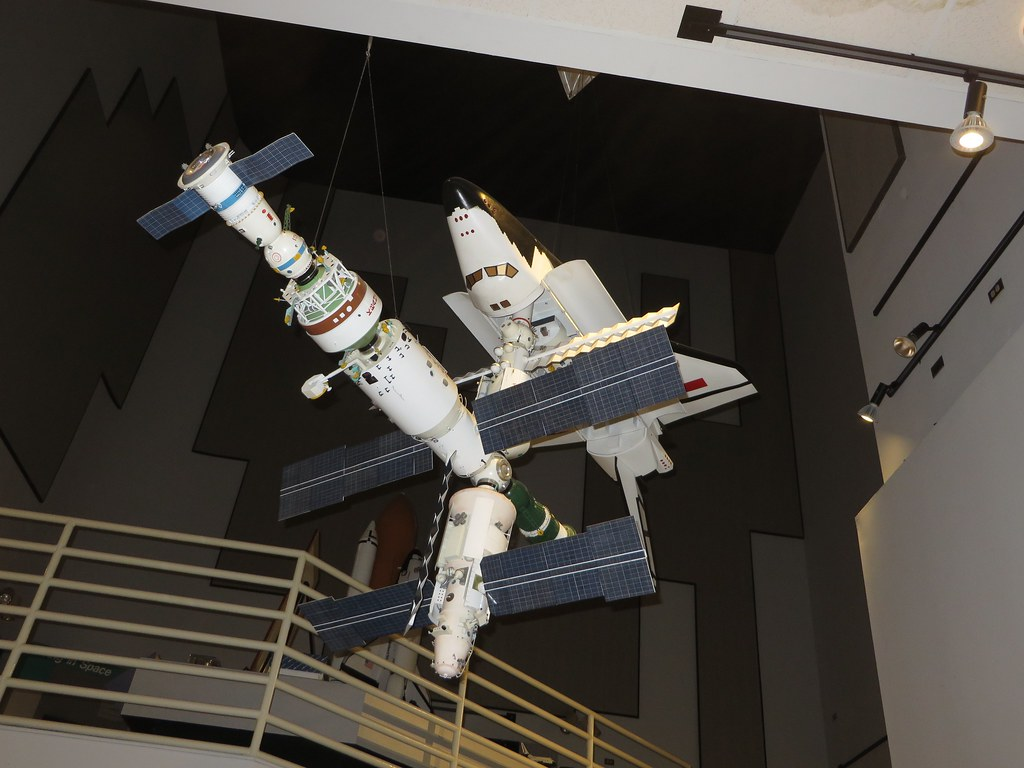 us shuttle joins russian space station - photo #13