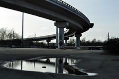 Nordwesknoten (Patrick Z.) Tags: auto city bridge blue sky urban car architecture germany deutschland grey mirror traffic spiegel himmel grau architektur autos bremen brcke verkehr spiegelung beton blauer kurve urbex norddeutschland b75 nordwestknoten
