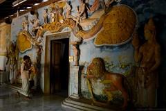 Dambulla temple (Ele Nora) Tags: travel beach island sri lanka traveling viaggio trincomalee isola dambulla viaggiare
