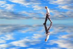 532 (jimmy297.) Tags: nubes reflejo logroo hombre javierjimenezsolano