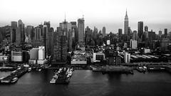 NYC'06 (Blende1.8) Tags: nyc newyorkcity urban usa white ny newyork black water monochrome skyline skyscraper river wasser cityscape skyscrapers sw empirestatebuilding hudson monochrom fluss hochhaus hochhuser stadtlandschaft