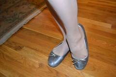 baigris01 (J.Saenz) Tags: ballet woman feet stockings foot mujer ballerina shoes hose zapatos flats pies bas pieds pantyhose slippers medias nylons zapatillas calze sabrinas bailarinas merceditas ballerine collant pantys fetichismo hosery ballettschuhe manoletinas podolatras