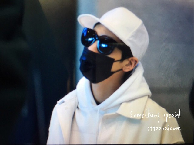 160215 Jonghyun @ Aeropuerto de Incheon {Llegada a Corea} 25071844165_9585b0a495_z