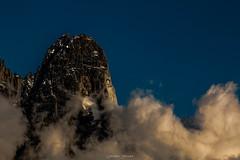 Les Drus by Night (Frdric Fossard) Tags: nature montagne alpes lumire niche glacier nuage soir chamonix rocher clart hautesavoie sommet granit lueur paroi lesdrus luminosit massifdumontblanc
