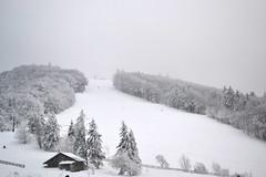 Station de la planche (Kk Zouf) Tags: snow ski gris sunday des neige brouillard dimanche filles belles planche pistes