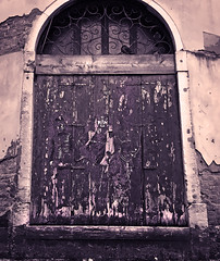 Look sharp, there is an interesting graffiti on this door! (VillaRhapsody) Tags: door venice winter italy sepia buildings graffiti picture venezia venedig citytrip monochrone