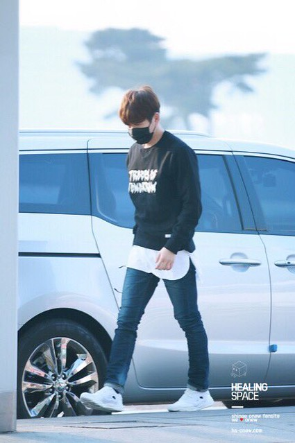 160328 Onew @ Aeropuerto de Incheon {Rumbo a China} 25807877000_31079e2173_z