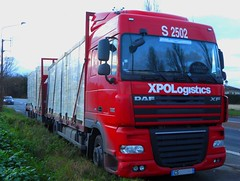"""DAF XF 105.460 """"XPO Logistics"""" Plateau et remorque (xavnco2) Tags: red france truck rouge plateau lorry camion trucks trailer amiens loaded picardie flatbed daf lkw somme xf autocarro remorque pritsche drawbar charg xpologistics"""