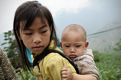 Girl with her brother on her back in H Giang province - Vietnam (PascalBo) Tags: boy people baby girl outdoors kid nikon asia southeastasia vietnamese child outdoor vietnam asie enfant fille bb indigenous garon d300 vitnam vitnam hagiang asiedusudest hgiang pascalboegli