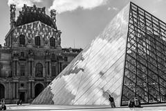 Remonter la Pente (s.stanzy) Tags: paris pyramide louvres