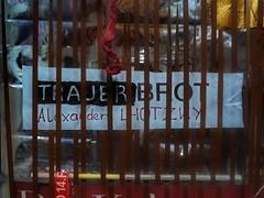 Tapestry Diary 21.3. Eating Mourning Bread in memoriam colleague actor Kollege Schauspieler Alexander Lhotzky (1959 - 2016) Trauerbrot essen - Tagebuch Teppich Tapisserie Tagebuch 21. Mrz Karwoche (hedbavny) Tags: vienna wien stilllife food rot work easter bread death gold austria sterreich stillleben essen theater mourning theatre diary bio eat memory letter actor weaver blau ostern tot schrift arbeit tod verpackung kollege tagebuch obituary weber brot loom tapestry esoterik teppich fasten nachruf erinnerung holyweek kette westfalen memoriam pumpernickel webstuhl baumwolle trauer tapisserie lebensmittel getreide schauspieler roggen vollkorn weben gefrbt roggenbrot karwoche werksttte passionweek grenzwissenschaft gewebt parapsychologie lhotzky teppichweber hedbavny breatharians lichtnahrung ingridhedbavny alexanderlhotzky trauerbrot