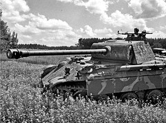 Panther of 5. SS Pz Division Wiking scans for targets in eastern Poland, July 22 1944 [1173 x 874] #HistoryPorn #history #retro http://ift.tt/2199es8 (Histolines) Tags: history for 22 scans wiking 5 ss july poland x retro timeline division eastern panther 1944 pz targets vinatage 1173 874 historyporn histolines httpifttt2199es8