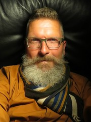 Selbstportrt, April 2016 (Thomas Lautenschlag) Tags: portrait selfportrait berlin male me germany beard deutschland photography glasses fotografie photographie autoportrait thomas bart beards style portrt moustache specs autoritratto gafas facialhair brille mensfashion autorretrato lunettes spectacles allemagne selbstportrait  bearded beardie bigbeard barbe culos beardo icu occhiali selfie autoportret selbstportrt beardedmen okulary selbstauslser fullbeard vollbart   beardlove beardown beardlife barbouze thomaslautenschlag lautenschlag beardnation barberlife  ynjng envybeards beardyland