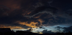 (PabloCastro.) Tags: sunset panorama sol landscape atardecer colombia do panoramic panoramica silueta por montaas medelln antioquia envigado