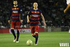 Betis - Barcelona 074 (VAVEL Espaa (www.vavel.com)) Tags: fotos bara rbb pique fcb betis 2016 fotogaleria vavel iniesta futbolclubbarcelona primeradivision realbetisbalompie ligabbva betisvavel barcelonavavel fotosvavel juanignaciolechuga