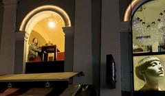 Lubiana, donna in attesa alla finestra del bar (Carlo Volebele Vay) Tags: travel winter tourism fog slovenia ljubljana nebbia inverno turismo viaggi ljubljanica lubiana slovenjia lubianica