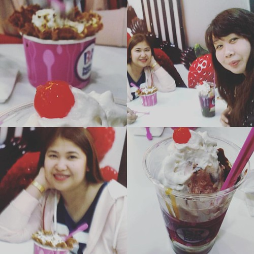 Reunited in abu dhabi.😊 #abudhabimall #friendsreunited #lovelovelovelove #baskinrobbins #tillwemeetagain