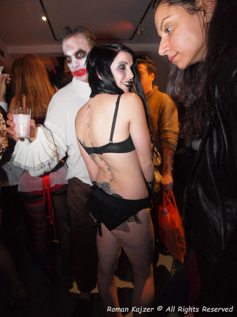 the world's most recently posted photos of flirting and halloween