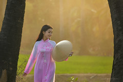 Portrait of Vietnamese Girl Traditional dress (SaravutWhanset) Tags: