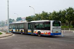 """[Buses in Beijing] Youngman Neoplan JNP6180G """"Centroliner"""" BPT #B94072 Line BRT-1 at the Temple of Heaven (tonyluan1990) Tags: beijing  publictransport brt iveco bendybus  neoplan busrapidtransit  lowfloor articulatedbus   thetempleofheaven  centroliner  eurorider cj6180gch jnp6180g beijingpublictransportholdingsltd lowentry    bisectionbus cbciveco     youngmanneoplan beijingpublictransport"""