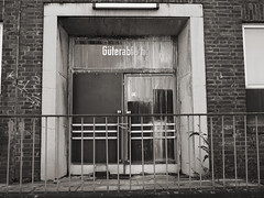 Dortmund Hbf_02 (Kurrat) Tags: hauptbahnhof architektur tor hbf gebude dortmund tr geb parkdeck verfall