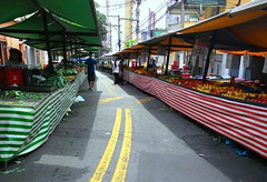 Fim de feira livre no Carnaval (Jos Argemiro) Tags: street carnival market feira carnaval rua feiralivre streeetmarket