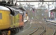 37175 runs the gauntlet at Ipswich, with a Network Rail Test Train. 01 02 2016 (pnb511) Tags: diesel engine rail railway loco trains locomotive freight ipswich colas geml class37 greateasternmainline