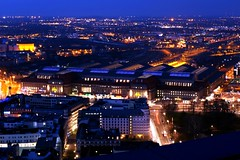 Leipzigs Lichter (Tino S) Tags: city blue light panorama lights evening abend licht sony leipzig hauptbahnhof citylights stadt bluehour dämmerung blau aussicht lichter uniriese blauestunde stadtlichter leipzighauptbahnhof mdrtower panoramatower grosstadt