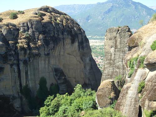 "Monasterios de Meteora, Grecia <a style=""margin-left:10px; font-size:0.8em;"" href=""http://www.flickr.com/photos/141744890@N04/25724760573/"" target=""_blank"">@flickr</a>"