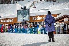 Perplex... (Laurent VALENCIA) Tags: snow france alps building sports montagne canon buildings woods ciel surfers neige foule savoie laplagne matin pistes skieurs frenchalps immeubles sapins glisse 50mpx 5dsr