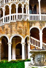 Palazo contarini del Bovolo - detail 1 (Mon Cabinet de Curiosits - Izzy) Tags: venice del palazzo venise venezia venedig bovolo contarini
