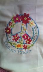 Peace -paz e flores (leonilde_bernardes) Tags: flores fleurs peace paz blumen gift fiori presente cadeaux bordado enxovais