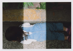 insta094 (sudoTakeshi) Tags: film japan kids tokyo child kodak filmcamera portra exakta kodakfilm liedown carlzeiss  nezu tessar  kodakportra400 ihagee kodakportra  carlzeisstessar exaktavx1000 exaktavx tessar50mm