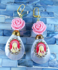Virgin Mary Cameo Catholic Earrings (inspirational) Tags: handmade cameo handcrafted virginmary rhinestones religiosa virgenmaria camafeo religiousjewelry catholicjewelry catholicearrings joyeriacatolica aretescatolicos