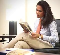 Cris (bof352000) Tags: woman fashion shirt costume femme tie class suit mode necktie elegance cravate strict chemise businesswoman affaire